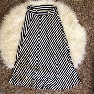 Gap stripped maxi skirt navy&white medium
